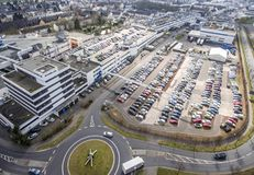 Koblenz Tyskland 09 07 2017 flyg- sikt av den Stabilus högkvarteret och fabriken i Koblenz kan du också se fabriksbyggnader Royaltyfria Foton
