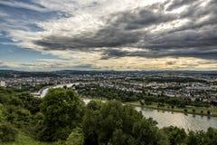 KOBLENZ TYSKLAND, JUNI 30, 2017: Sikt från fästningen Ehrenbreitstein Arkivfoto