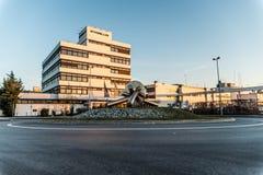 Koblenz Tyskland 09 07 sikt 2017 av den Stabilus högkvarteret och fabriken i Koblenz kan du också se fabriksbyggnader Royaltyfri Foto