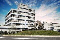 Koblenz Tyskland 09 07 sikt 2017 av den Stabilus högkvarteret och fabriken i Koblenz kan du också se fabriksbyggnader Royaltyfria Bilder