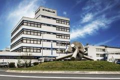 Koblenz Tyskland 09 07 sikt 2017 av den Stabilus högkvarteret och fabriken i Koblenz kan du också se fabriksbyggnader Royaltyfri Fotografi
