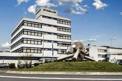 Koblenz Tyskland 09 07 sikt 2017 av den Stabilus högkvarteret och fabriken i Koblenz kan du också se fabriksbyggnader Arkivfoto