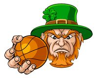 Kobold, der Basketball-Ball-Sport-Maskottchen hält vektor abbildung