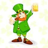 Kobold mit Bier-Becher Lizenzfreie Stockfotos