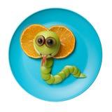 Kobra som göras av frukter Arkivfoto