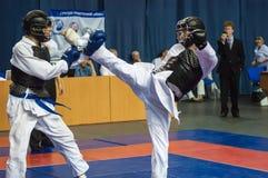 Τα αγόρια ανταγωνίζονται στο Kobudo, Όρενμπουργκ, Ρωσία Στοκ Εικόνες