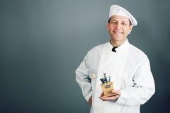Koch mit einem Schleifer Stockbilder