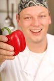 Koch mit frischem Pfeffer Stockbild