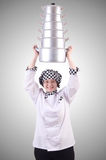 Koch mit Stapel Töpfen auf Weiß Lizenzfreies Stockfoto