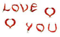 KOCHA CIEBIE tekst i dwa serca komponujących czerwonego chili pieprze Zdjęcie Royalty Free