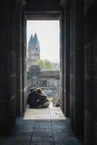 Kocha pary na z tłem Sint Kastor bazylika w K Obrazy Stock