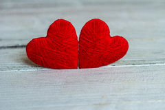Kocha serca na drewnianym tekstury tle, valentines dnia karty pojęcie oryginalny kierowy tło Obrazy Stock