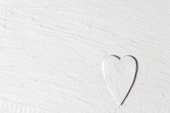 Kocha tło, biały reliefowy serce, stiuk powierzchnia Zdjęcie Royalty Free