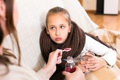 Kochająca macierzysta pielęgnacja jej córka Obraz Stock