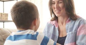 Kochająca matka z synem w domu zbiory