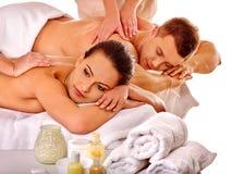 Kochająca para dostaje zdroju masażu terapię plenerowa Obraz Stock