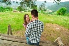 Kochająca para ma zabawę na wakacje Zdjęcia Stock
