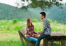 Kochająca para ma zabawę na wakacje Fotografia Stock