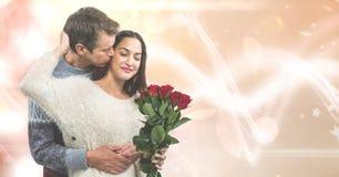 Kochające mężczyzna całowania kobiety mienia róże nad bokeh fotografia royalty free