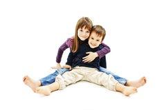 Kochający siostry i młodszego brata przytulenie Obraz Stock