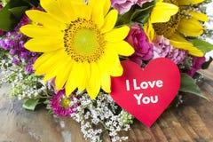 Kocham Ciebie Karcianego z bukietem lato kwiaty Fotografia Stock