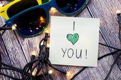 Kocham ciebie nutowego, szkła ma kolor żółtego i błękit barwią i światła przedstawiają w ten obrazku Miłość dla szczególnej osoby Zdjęcia Stock