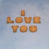 Kocham ciebie sukces literujący z listowymi ciastkami zdjęcie royalty free