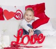 Kochanek chłopiec uśmiech w walentynka dniu Zdjęcie Royalty Free