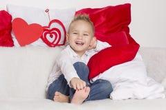 Kochanek chłopiec uśmiech w walentynka dniu Zdjęcia Stock