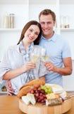 kochanka TARGET216_0_ wino uśmiechnięty biały Zdjęcia Royalty Free