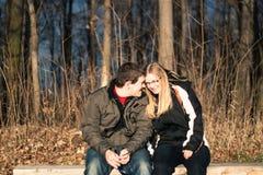 Kochankowie datuje outdoors Obraz Stock