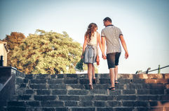 Kochankowie na romantycznym spacerze Zdjęcie Royalty Free