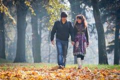 Kochankowie podczas jesień Fotografia Stock