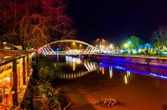 Kochankowie Przerzucają most W zimy nocy Obraz Royalty Free