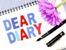 Kochany dzienniczka słowo na białego papieru notatnika tle obraz royalty free
