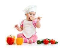 Kochbaby mit gesundem Lebensmittel stockbild
