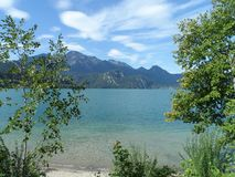 Kochelsee lata widok na jeziorze fotografia stock