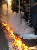 Kochen auf dem Feuer Stockfotografie