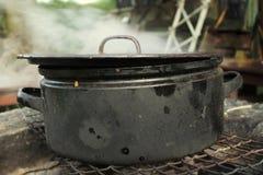 Kochen auf Feuer Stockfotos