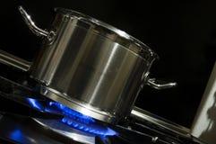 Kochen auf Gas Stockbild