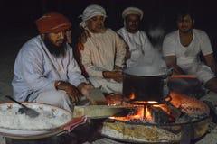 Kochen Bewohners von Oman Bedu Stockfotografie