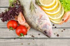 Kochen der Fische Stockfotos
