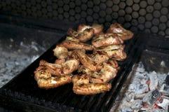 Kochen der Hühnerflügel stockbilder