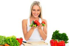Kochen der jungen Frau lizenzfreies stockbild