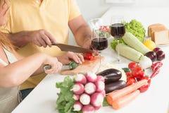 Kochen in der Küche Stockfotos