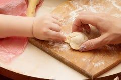 Kochen der Mehlklöße Lizenzfreie Stockfotografie
