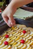 Kochen des Apfelkuchens Lizenzfreie Stockfotografie