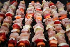 Kochen des Fleisches auf dem Feuer Stockfotos