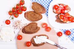 Kochen des italienischen bruschetta Lizenzfreie Stockbilder