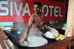 Kochen des Lebensmittels am lokalen Restaurant Stockbild
